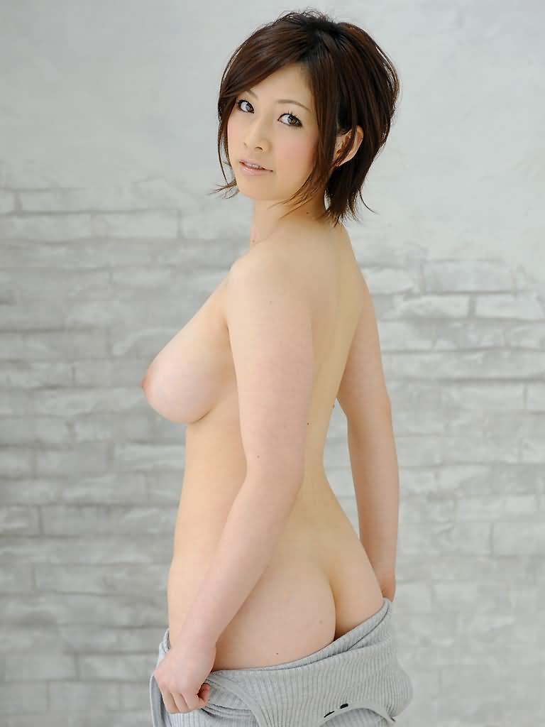 【横乳エロ画像】膨らみと形の良さに乳首の尖り度もバッチリ!真横からの乳撮りwww  07