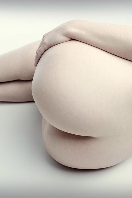 【美尻エロ画像】かぶりつきたい極上ヒップ!形と肌ともに美麗な桃尻を生状態でお届けwww  09