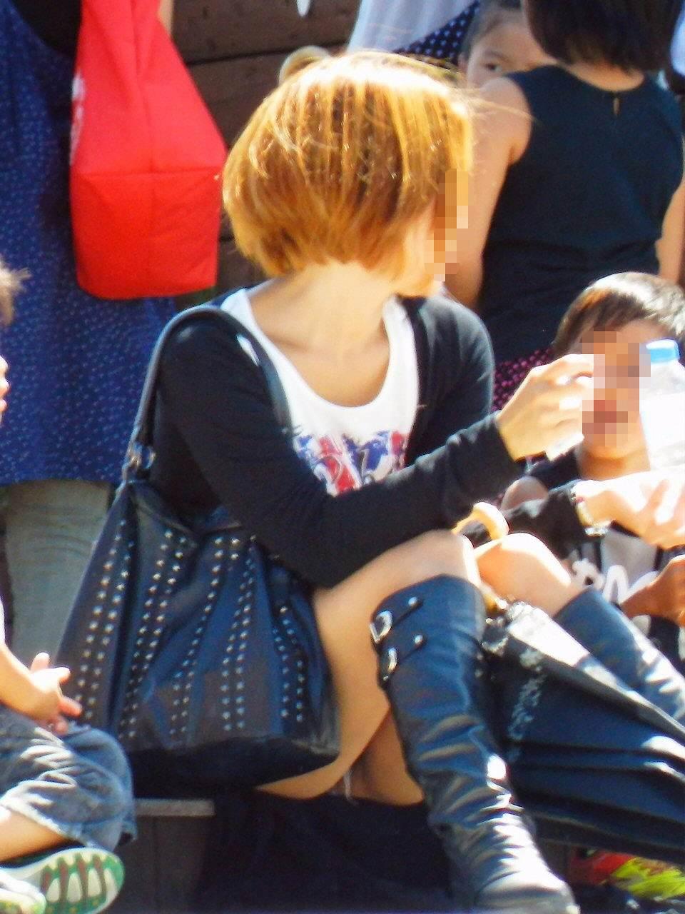 【街撮りママチラ画像】街の奥さん方パンツ見せすぎwあまりに無防備だから余裕で覗けたままパンチラwww  07
