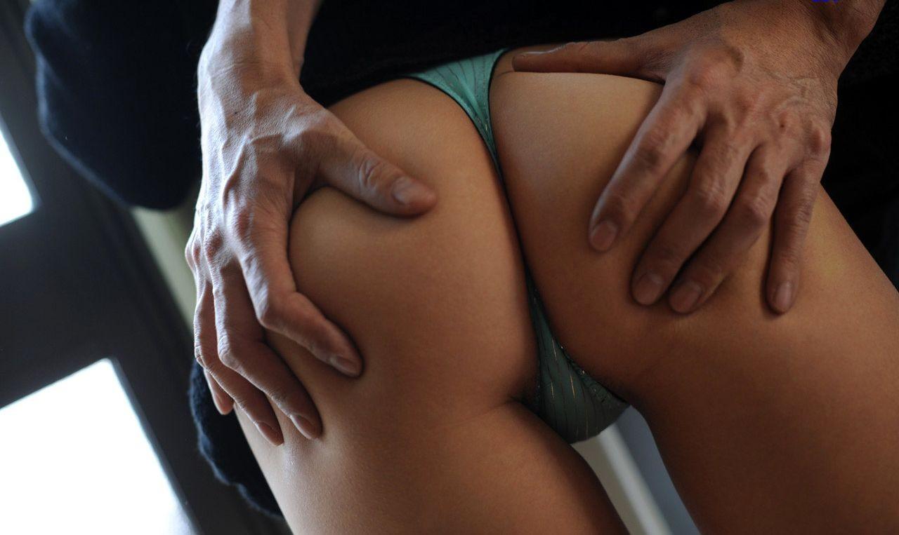 【尻フェチエロ画像】肉をまさぐったり、アナル開いたり…男の手で揉まれるべきまろやか美尻www  06