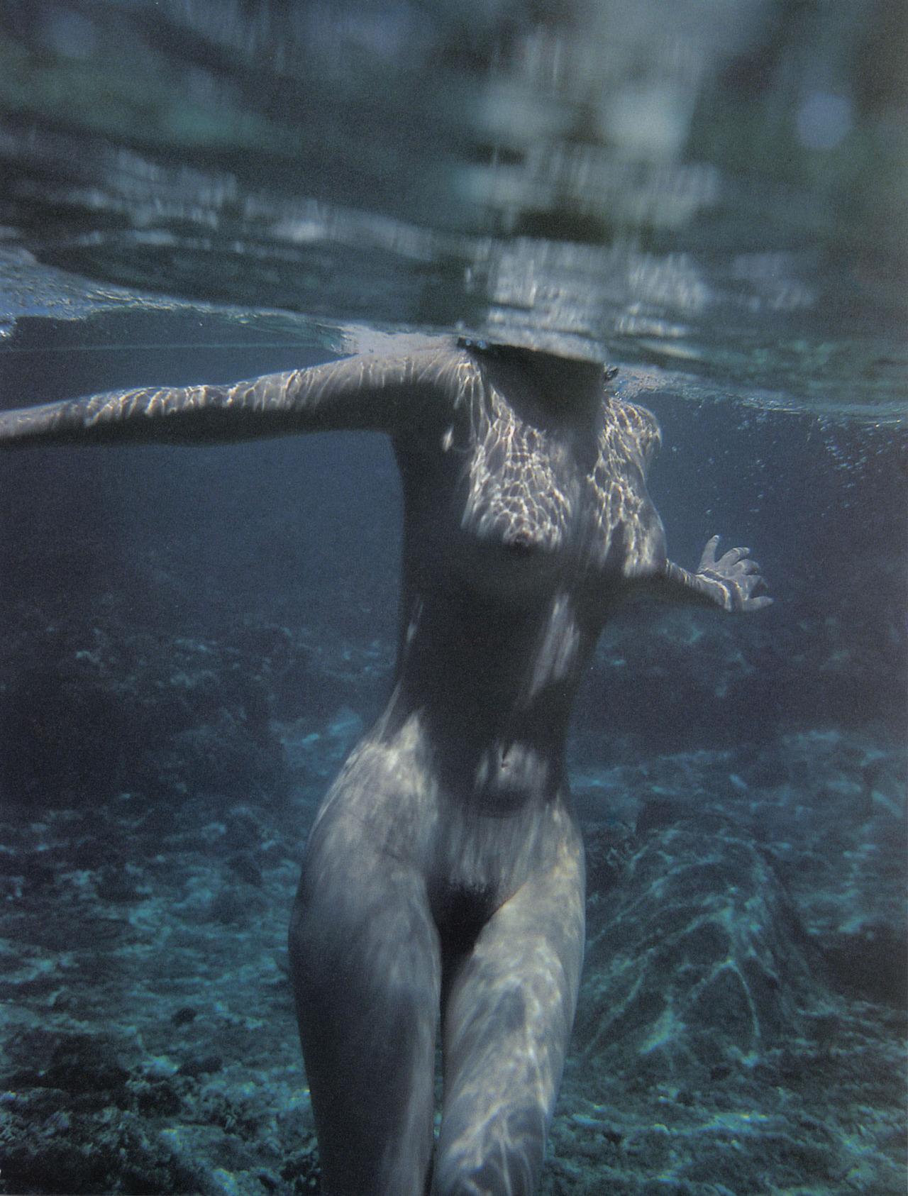 【女体エロ画像】女子が全裸で激しく躍動中…くっそエロいけどなんか馬鹿www  17