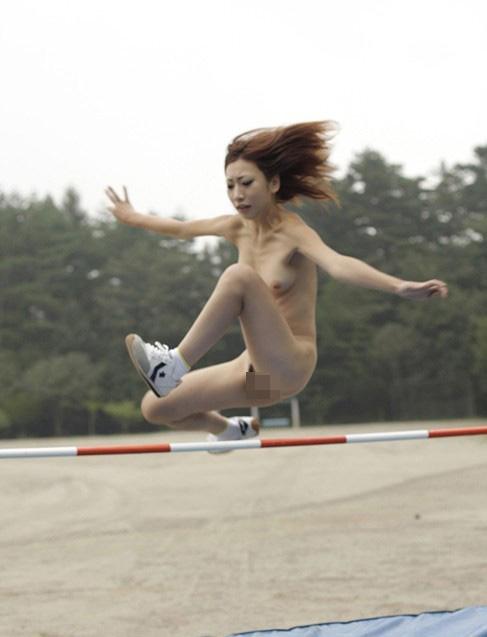 【女体エロ画像】女子が全裸で激しく躍動中…くっそエロいけどなんか馬鹿www  19