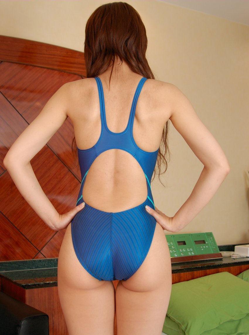 【競泳水着エロ画像】窮屈でハミ出す感じの尻が美味しそうwww素敵な競泳水着ヒップ  19