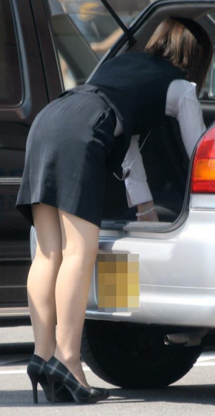 【働く女性微エロ画像】OL風女性のタイトスカートに包まれた尻が際立つ瞬間を激写!  09