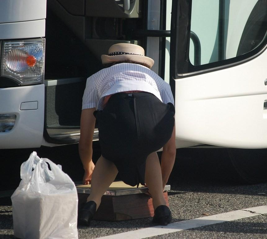 【働く女性微エロ画像】OL風女性のタイトスカートに包まれた尻が際立つ瞬間を激写!  10