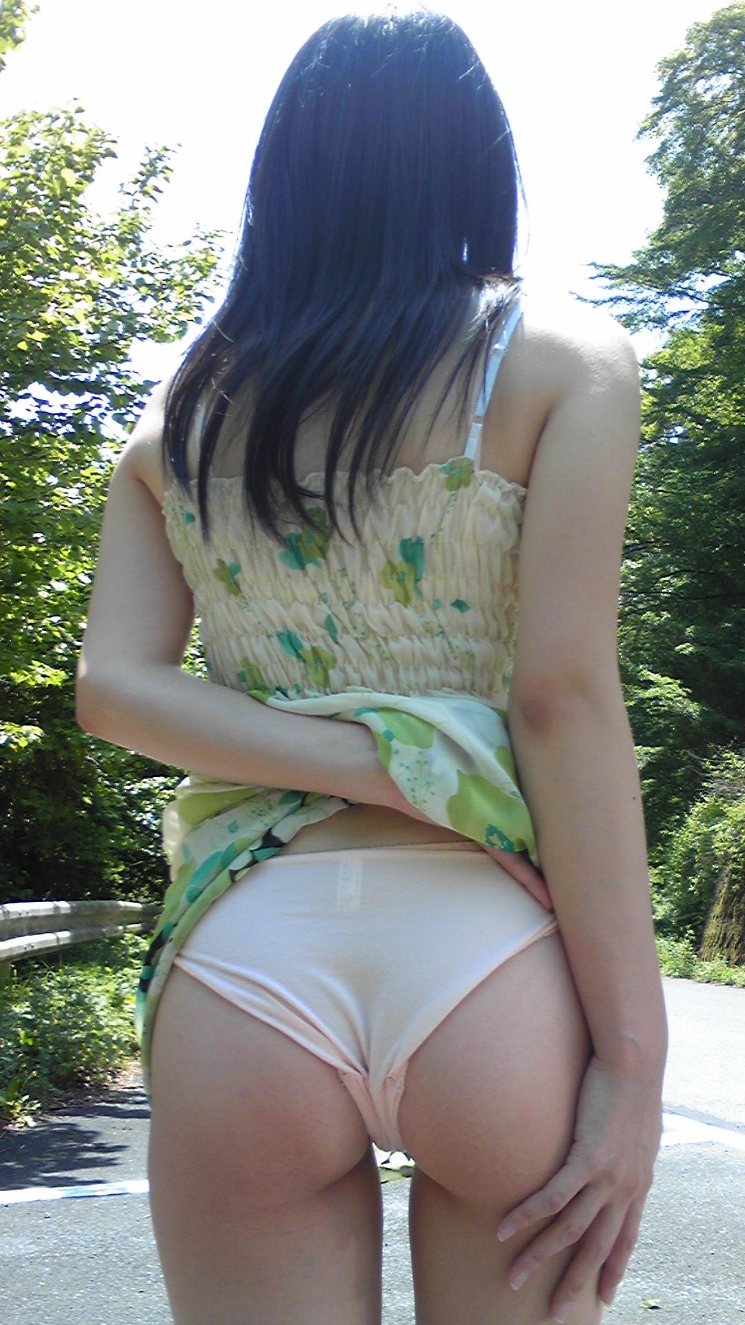 【着衣尻エロ画像】Tバックもいいけど普通の下着を履かせても素晴らしい着衣の美尻www 13