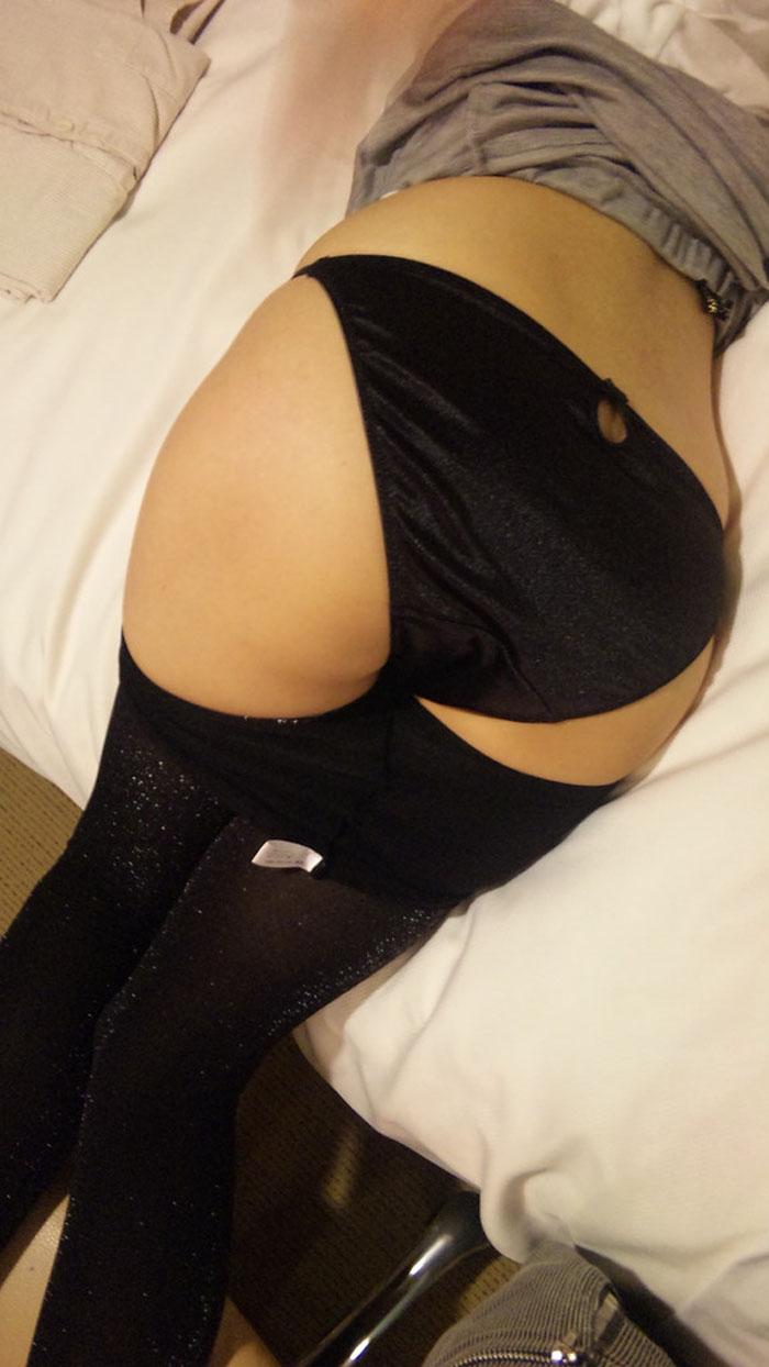 【着衣尻エロ画像】Tバックもいいけど普通の下着を履かせても素晴らしい着衣の美尻www 19