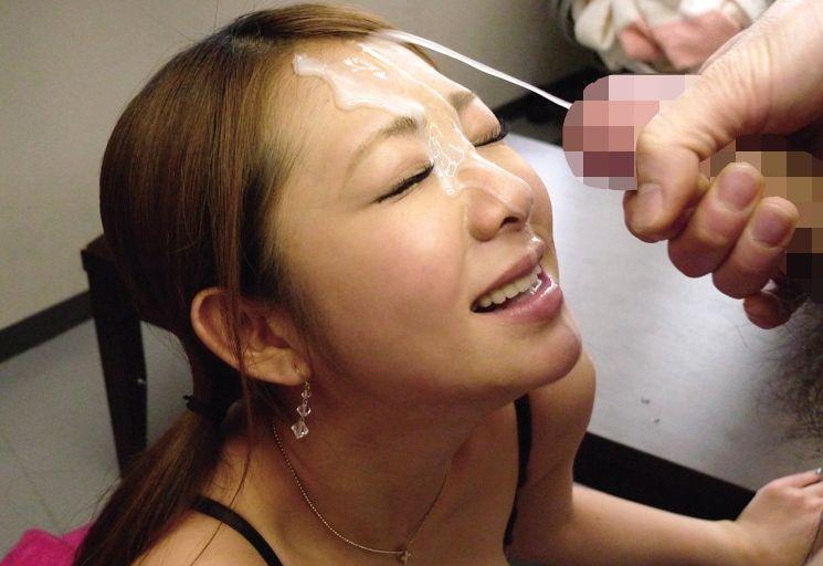 【ぶっかけエロ画像】女の顔を穢したい衝動に駆られてつい…目に染みるほどのザーメン顔射www 05