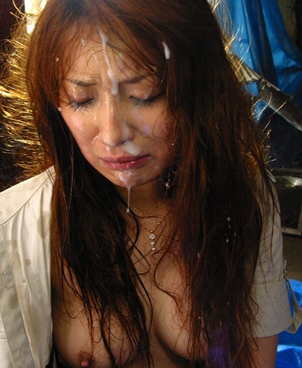 【ぶっかけエロ画像】女の顔を穢したい衝動に駆られてつい…目に染みるほどのザーメン顔射www 18