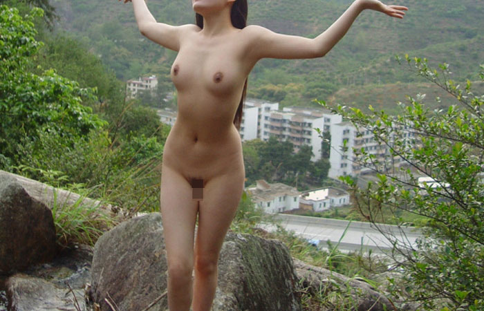 【素人露出エロ画像】露天風呂へ行ったら兎に角1枚w嫁もノリノリで撮影に応じてニッコリwww 001