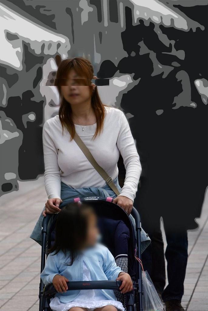 【街撮り人妻乳エロ画像】不倫願望ない人でも目覚めそうな…毒男を惑わす人妻たちの罪深き着衣巨乳www 19