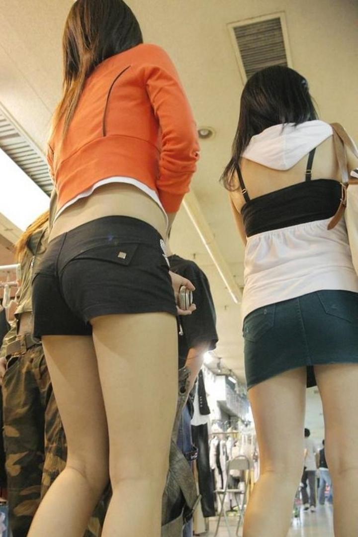 【街撮りショーパン微エロ画像】付け根際まで見えるムチムチ太ももとハミ出た尻が素敵すぎる街角のショーパン女子www 06