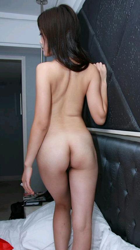 【女の背中エロ画像】正面から見なくても十分勃てる卑猥さwww女性の美しい背中画像 08