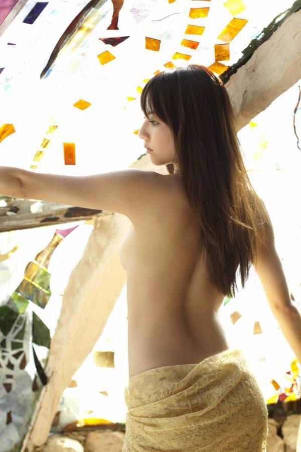 【女の背中エロ画像】正面から見なくても十分勃てる卑猥さwww女性の美しい背中画像 16