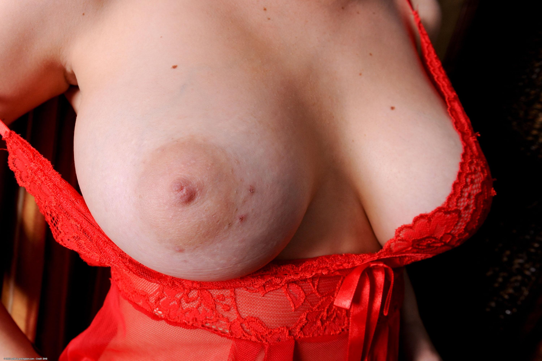 【乳フェチエロ画像】おっぱい好きすぎて巨乳に大接近!…でも寄り過ぎたら使いづらいねwww 09