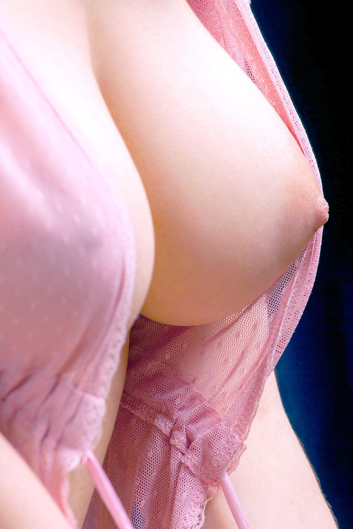 【乳フェチエロ画像】おっぱい好きすぎて巨乳に大接近!…でも寄り過ぎたら使いづらいねwww 15