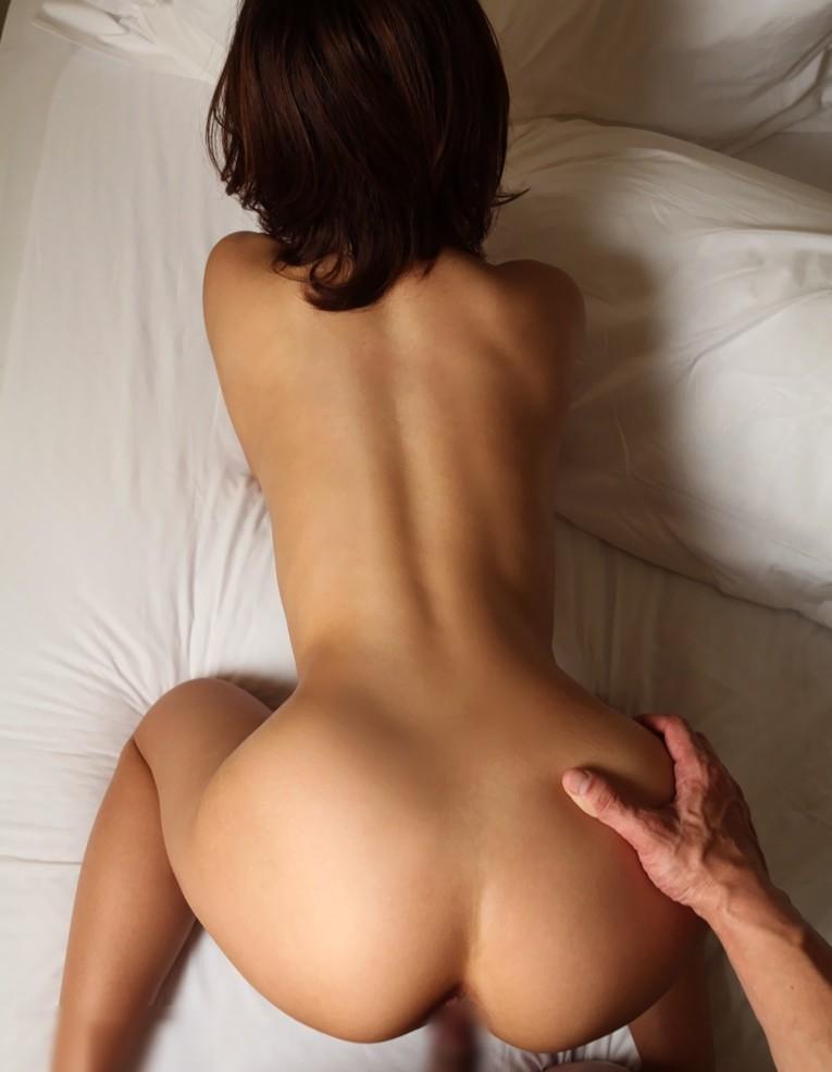 【くびれフェチエロ画像】細い腰を掴んで滅多突き!腰のくびれが綺麗な女子とのセクロス画像 16