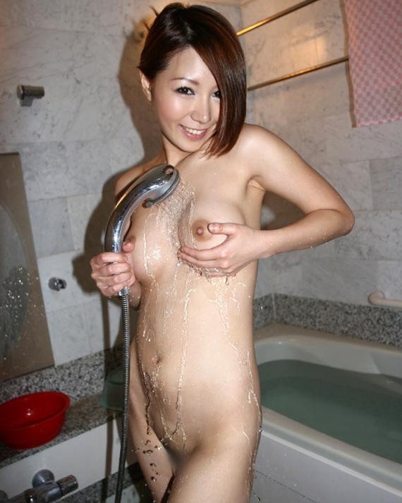 【女子の入浴エロ画像】熱いシャワーを浴びたおっぱいは別の意味で食べちゃいたい蒸し饅頭www 17