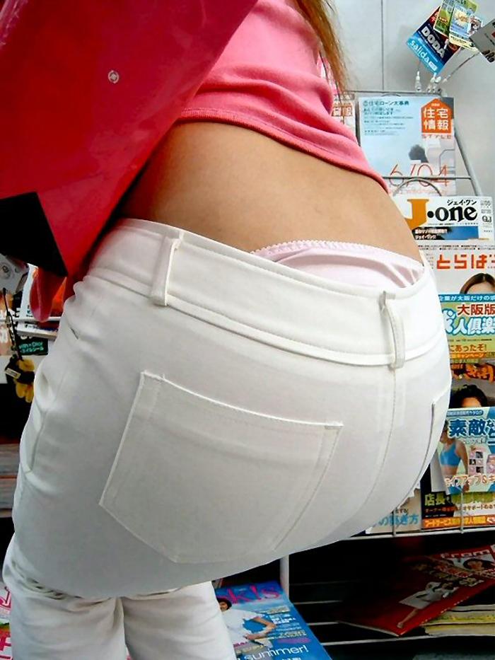 【ローライズエロ画像】腰の生肌も一緒に見えていると幸せな気分になれるローライズ腰パンチラwww 08