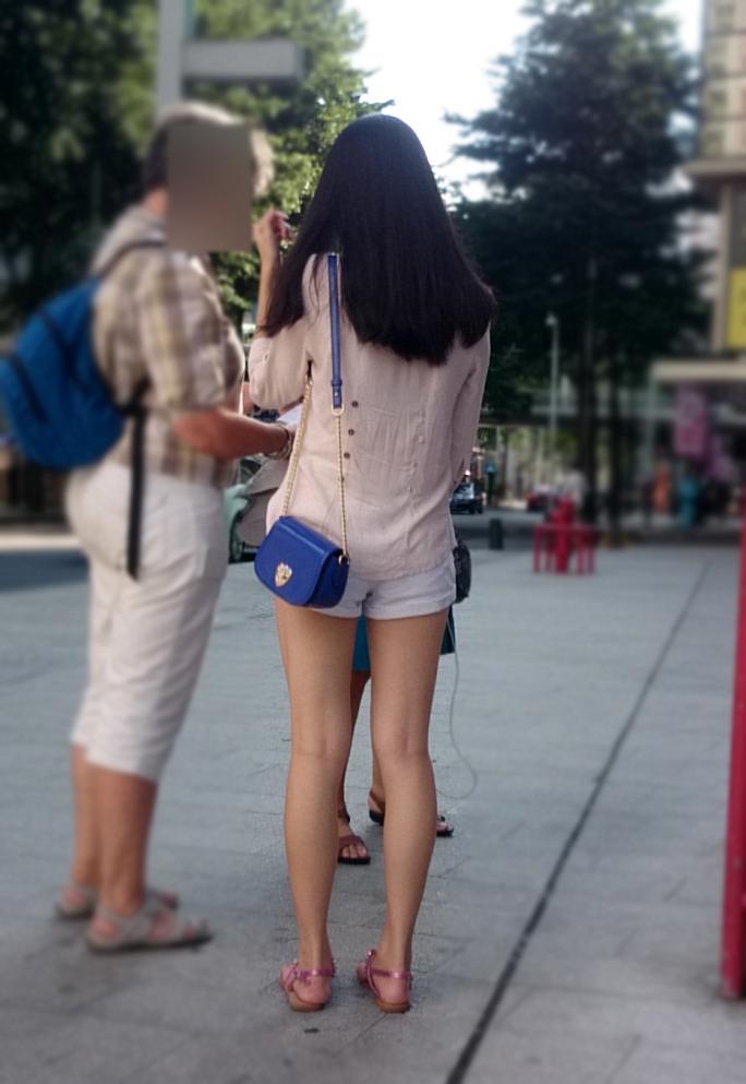【中華美脚微エロ画像】美脚の楽園、中国で街撮りw数歩進めばほっそり女脚と巡り会えるwww 09