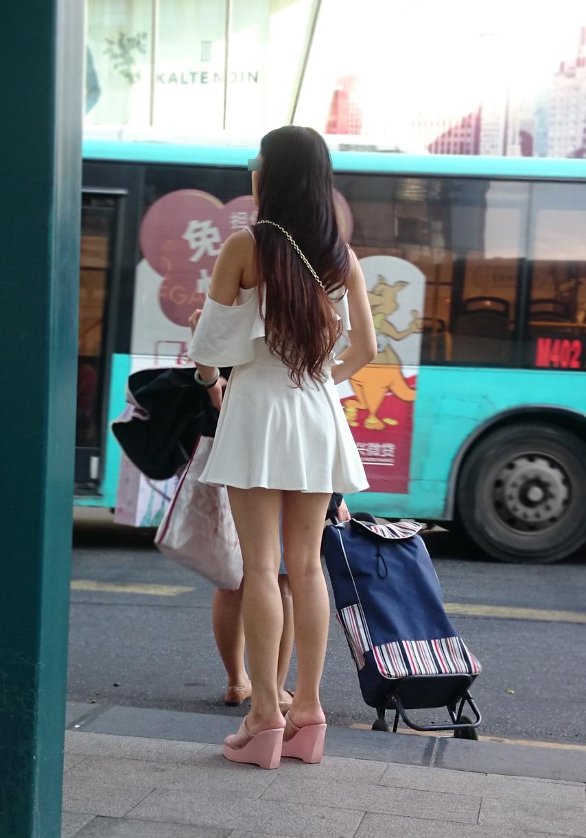 【中華美脚微エロ画像】美脚の楽園、中国で街撮りw数歩進めばほっそり女脚と巡り会えるwww 10