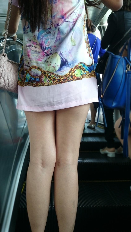 【中華美脚微エロ画像】美脚の楽園、中国で街撮りw数歩進めばほっそり女脚と巡り会えるwww 12