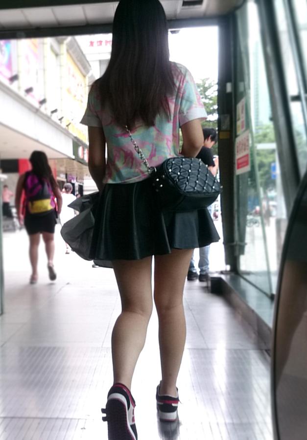 【中華美脚微エロ画像】美脚の楽園、中国で街撮りw数歩進めばほっそり女脚と巡り会えるwww 13