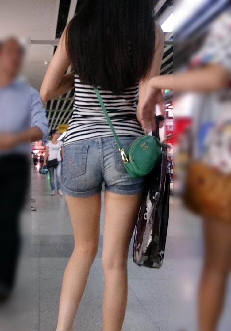 【中華美脚微エロ画像】美脚の楽園、中国で街撮りw数歩進めばほっそり女脚と巡り会えるwww 15