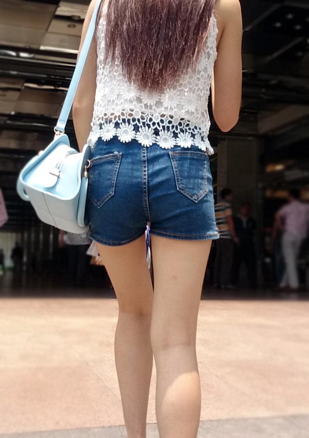 【中華美脚微エロ画像】美脚の楽園、中国で街撮りw数歩進めばほっそり女脚と巡り会えるwww 18