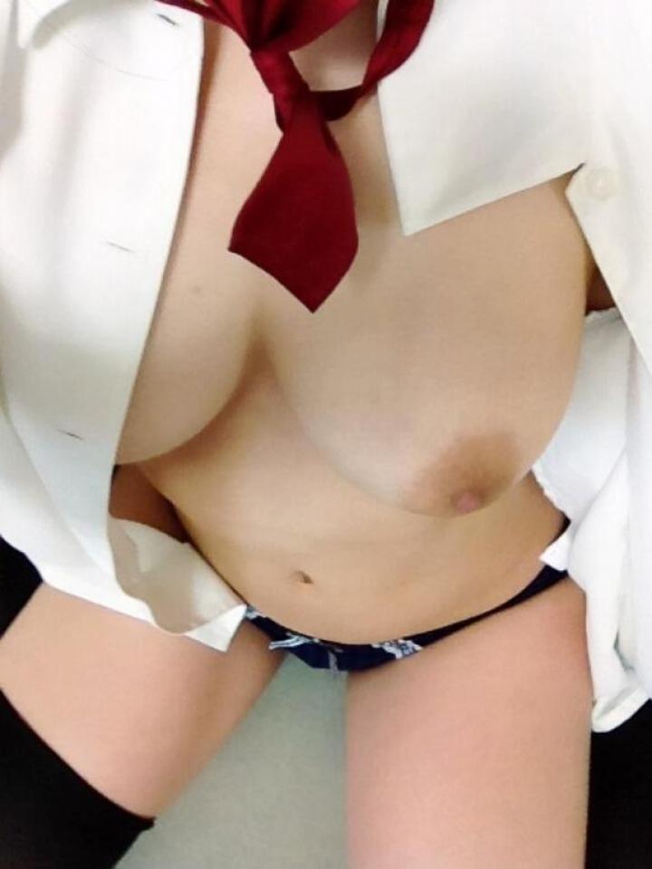 【女神エロ画像】自撮りする女子多すぎwww大丈夫かよ…と心配しつつも抜けるおっぱい写メ 10