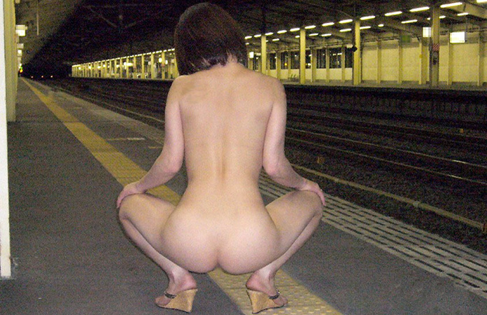 駅のホームで露出するのって流行ってるの? (画像有り)