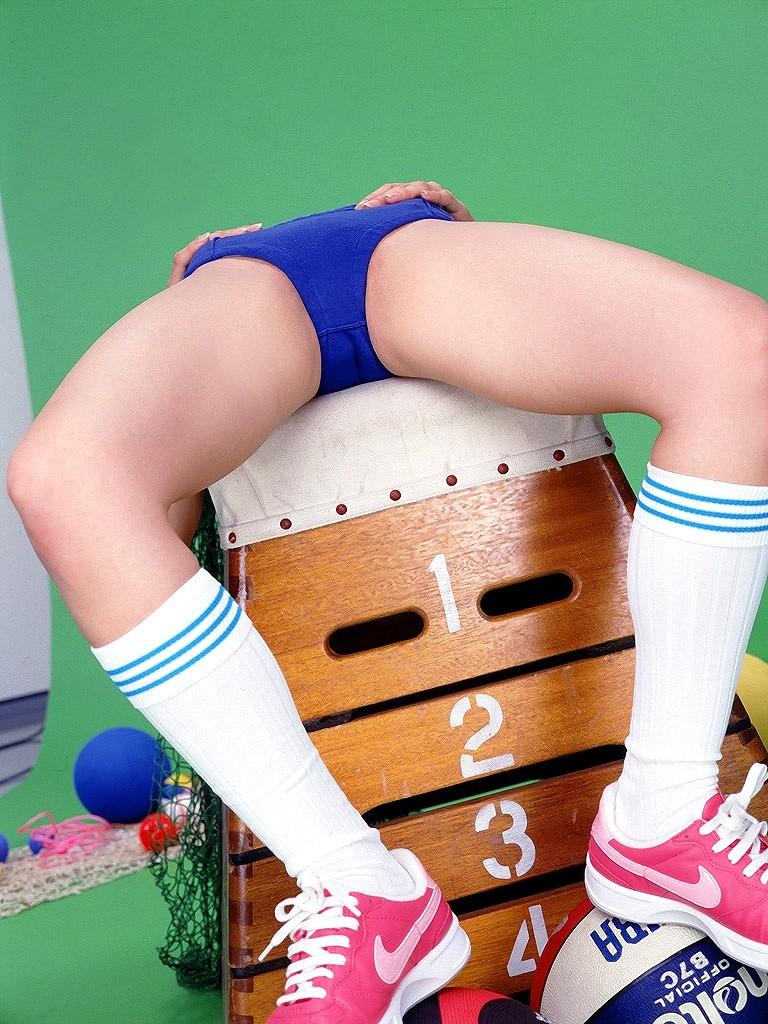 【ブルマ微エロ画像】いい大人がブルマ履いたら巨尻が強調されすぎてエラいことにwww 05