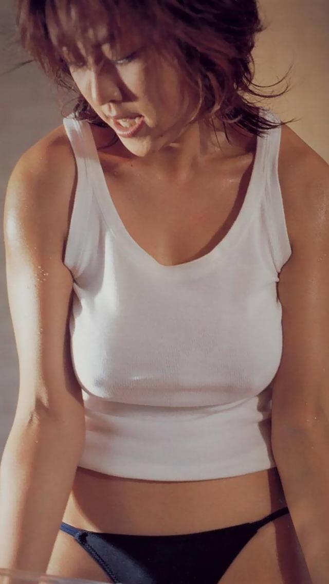 【ノーブラエロ画像】たとえ控えめでも下着つけないとこうなるw位置が明確な乳首ポッチwww 12