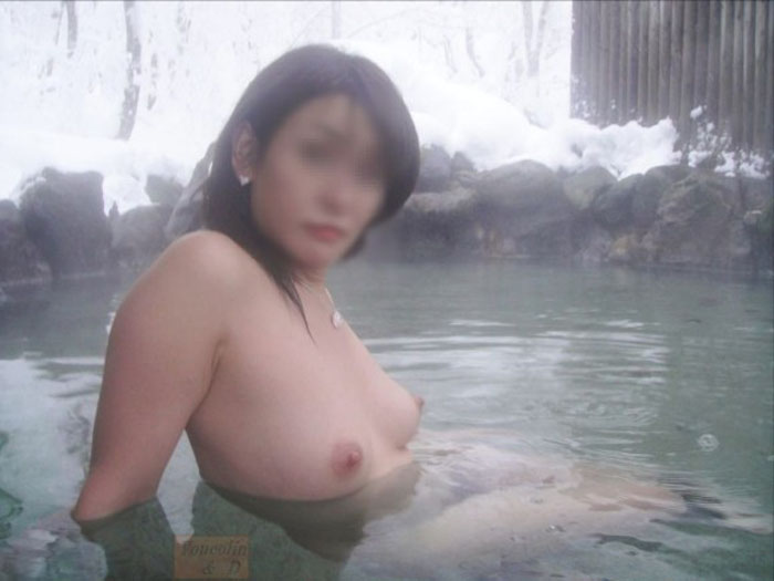 【露天風呂エロ画像】嫁と温泉行った折角だからカメラ持ち込み裸体をパシャ撮り! 17