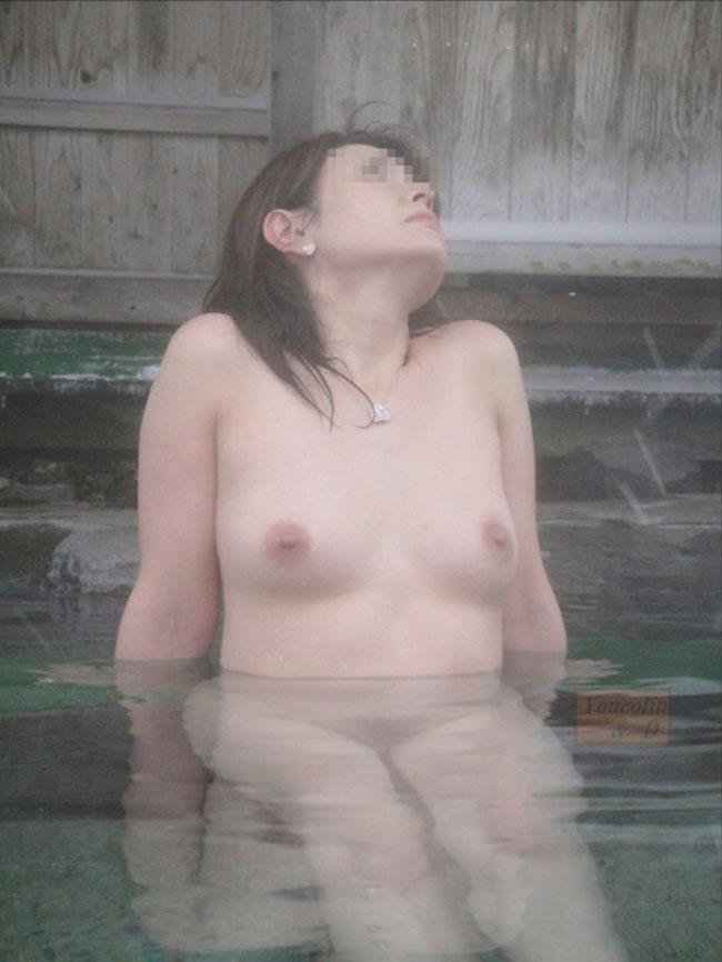 【露天風呂エロ画像】嫁と温泉行った折角だからカメラ持ち込み裸体をパシャ撮り! 18