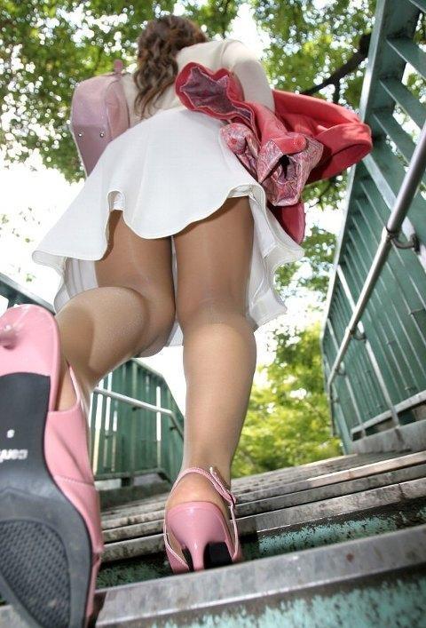 【足フェチエロ画像】ドSに教育すればきっと痛気持ちいい結果を出してくれそうなヒール足www 04