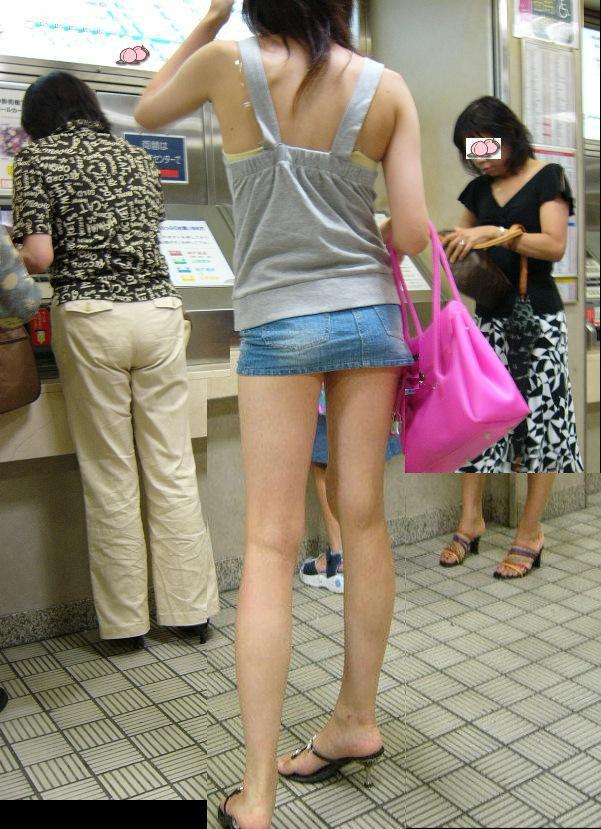 【チンピク確定】ミニスカから伸びる美脚女子があまりにもエロいんだが・・・