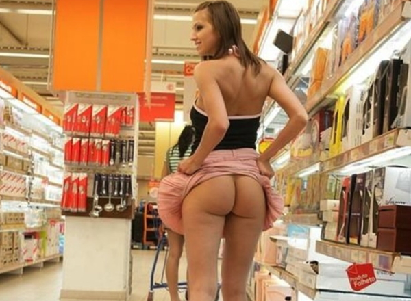 スーパーで露出する女ってどこの国でもいるんだね。(画像18枚)