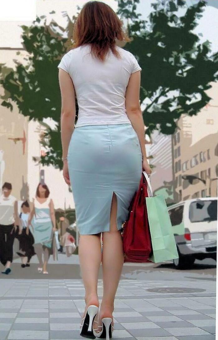 【着衣尻エロ画像】服着てるからこその圧倒的存在感っ!街中で揺れてる着衣の巨尻www 02