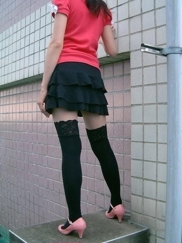 【ニーソフェチエロ画像】この僅かな生肌こそ至高!ずっと拝んでも飽きない絶対領域持ちの美脚www 09