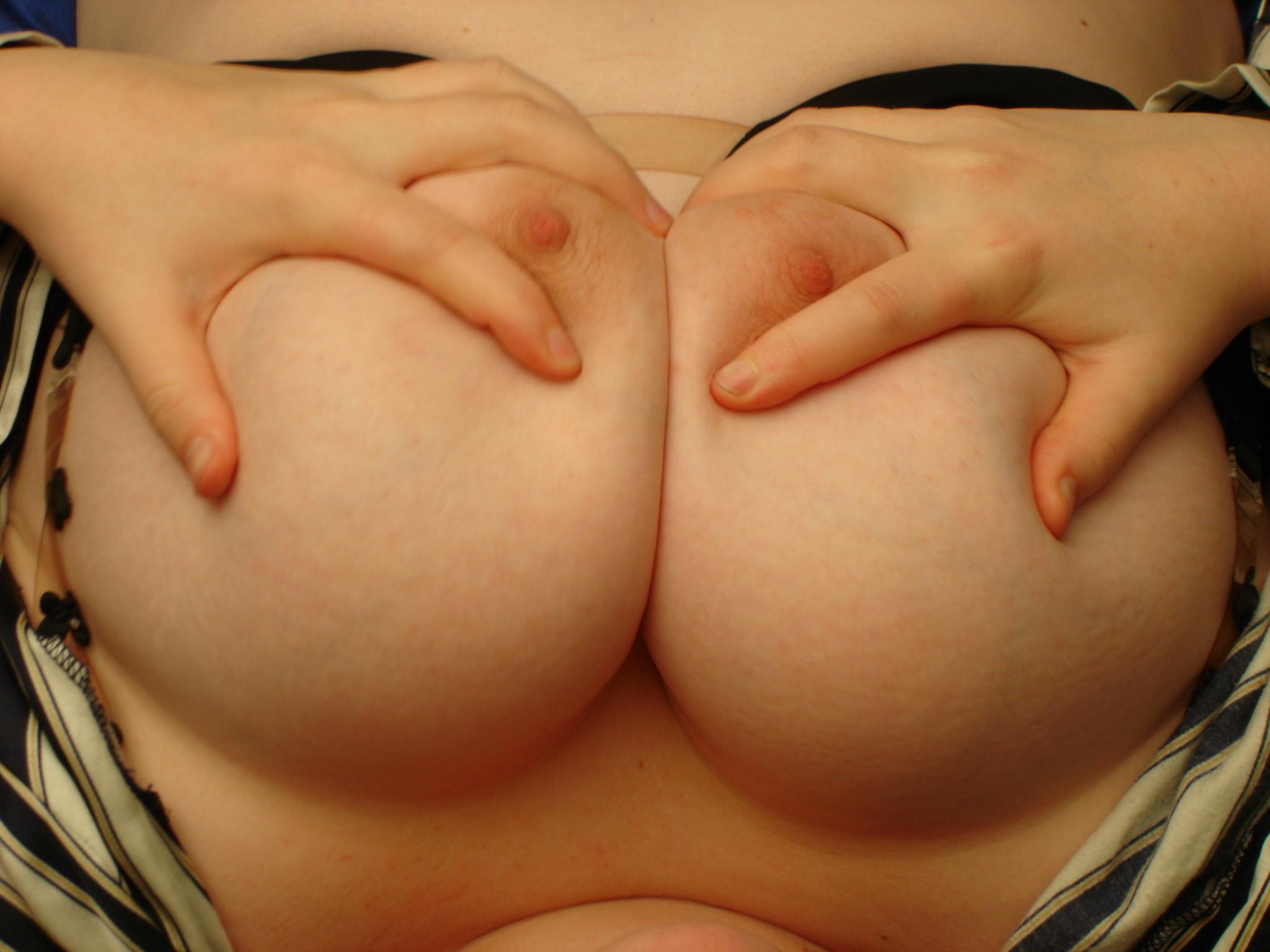 【巨乳エロ画像】「顔は要らん兎に角大きなおっぱいだけ見たい」乳を愛でる方々に捧げるデカパイ接写www 04