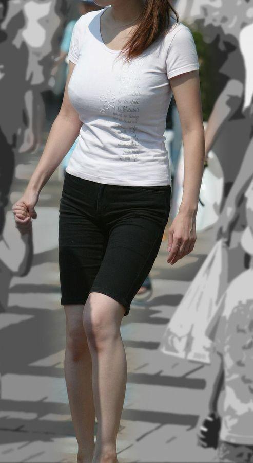 【着衣巨乳エロ画像】何着ても目立ってしまう膨らみ…増殖しすぎのイヤらしき乳袋持ちな素人www 05