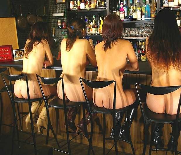 【露出エロ画像】家でやってくれ!(主談)施設や店内でも露出プレイに及ぶ変態淑女www 12