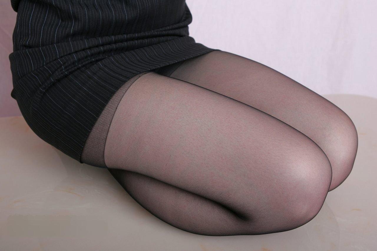 【太ももフェチエロ画像】膝枕大好きな主が正座してムチムチが強調された太もも貼ってくwww 08