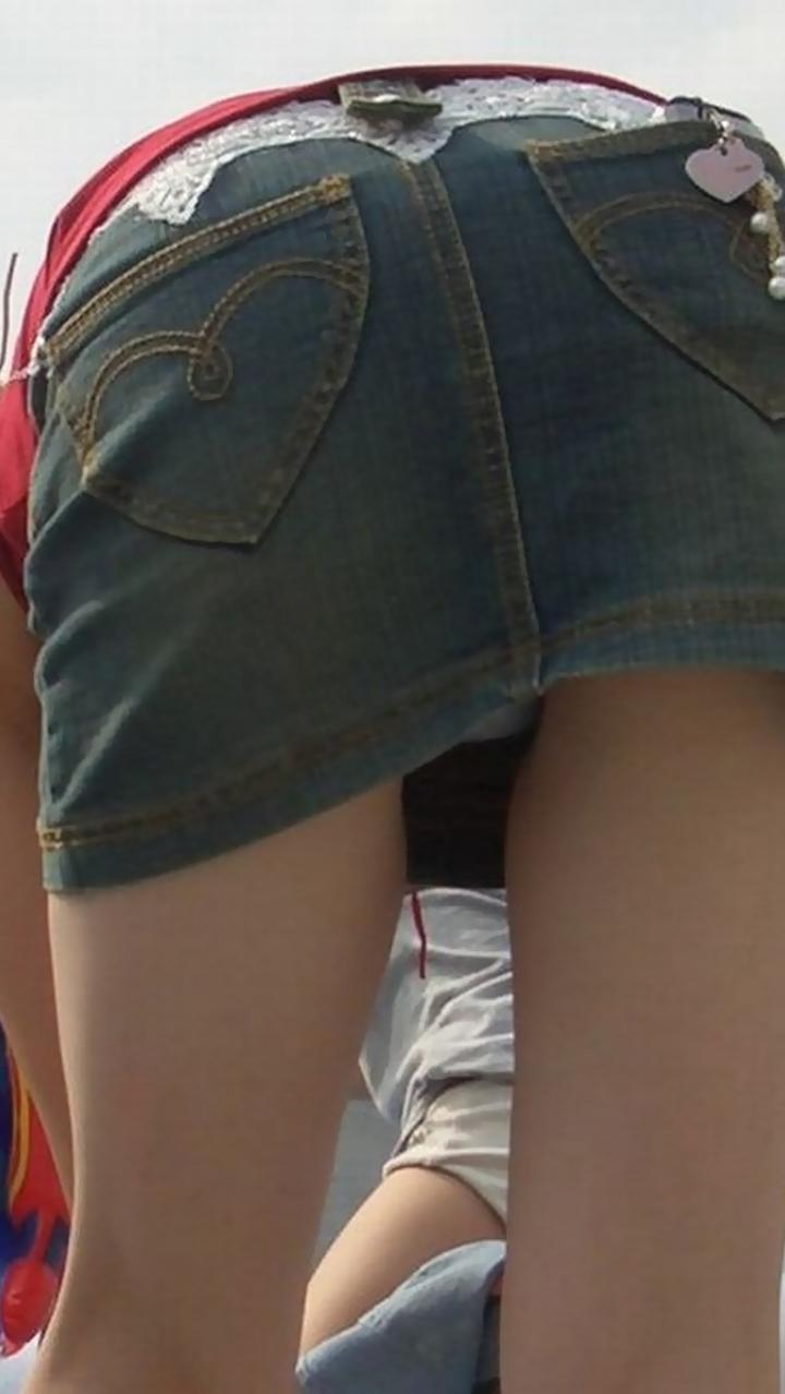 【ママチラエロ画像】ママさんパンツ見えてまっせ!人の奥が隙だらけなほど興奮を誘うwww 12