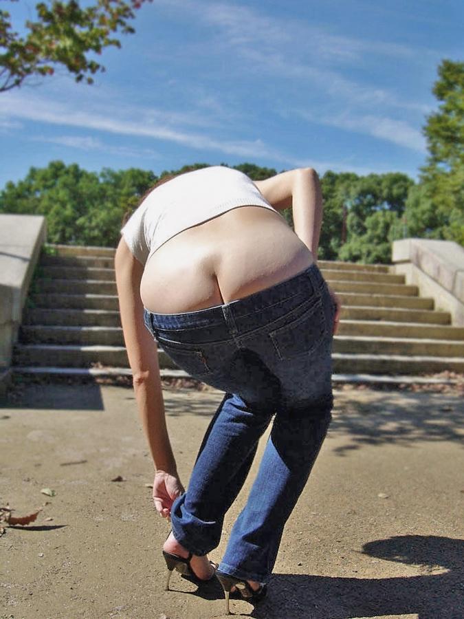 【ローライズエロ画像】前から見ても卑猥でしたwww半ケツと下腹部がそそるローライズ 05