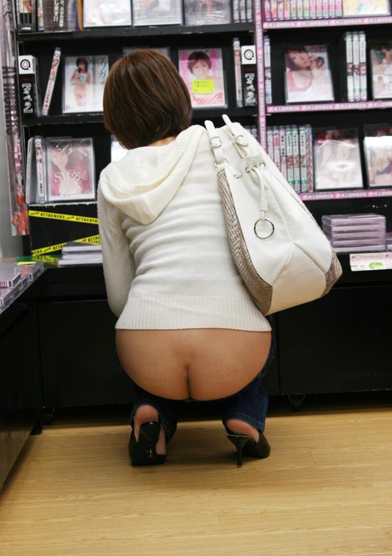 【ローライズエロ画像】前から見ても卑猥でしたwww半ケツと下腹部がそそるローライズ 12