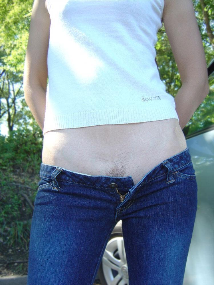 【ローライズエロ画像】前から見ても卑猥でしたwww半ケツと下腹部がそそるローライズ 16