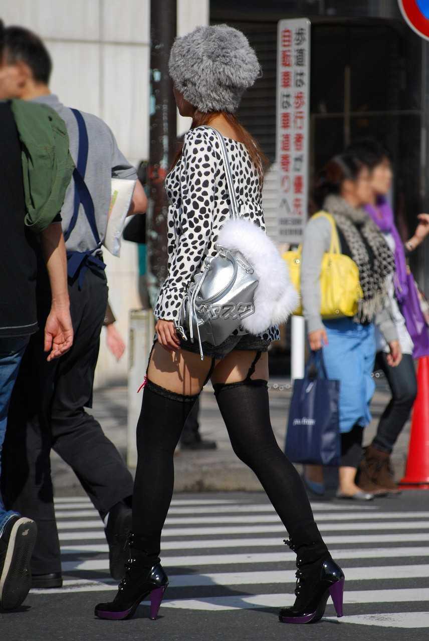 【必見】美脚女子がニーソ穿くとエロ過ぎてヤバイ(*´Д`)ハァハァ