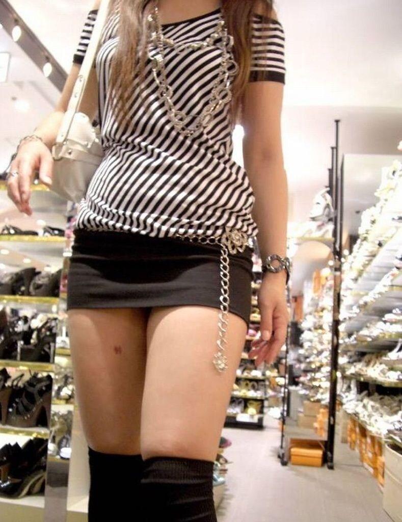 【素人ミニスカ画像】寒い時期でも短いスカートで頑張る女とかマジ表彰モノだよなwwwwww